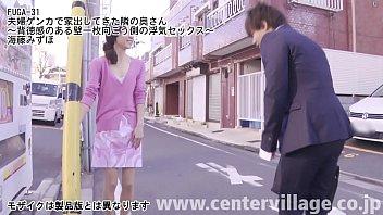 Полная бабушка в различных нарядах демонстрирует перед камерой пышные сиськи