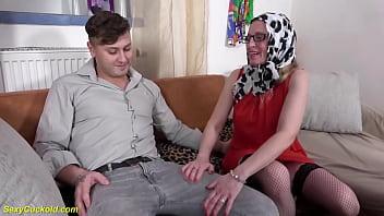 Анальный секс с русской девушкой в носках, которая не брезгует делать минетик по окончании этого