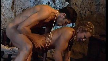 Стройная латиночка облизывает фаллос и проглатывает малафью вскоре после чего дрюкается в письку