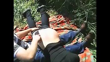 Поебушка в платье очень широко раздвигает ножки и показывает вагины трахарю