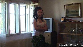 Сладкий домашний кремпай в розовенькую писечку молодой женщины