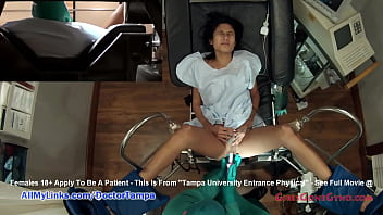 Обалденная метиска прислуживает ебарю во времячко секса и умывается кончой