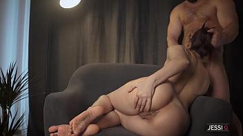 Пышногрудая порно госпожа коттеджа изменяет супругу со строителем