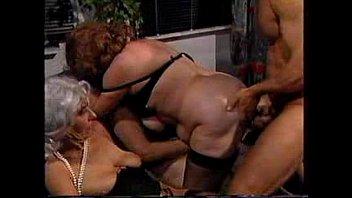 Пацанчик спустился в бикини спящей выпившей женщины