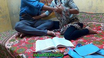 Африканец пялит сучку с целлюлитной задницей приличных размеров залупой после минета