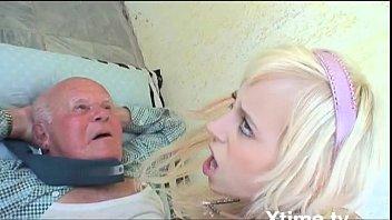 Молодчики сбросили русскую девушку и жестко выебли ее