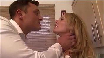 Два мужчину на порно кастинге дают замужней бабушке на рот и трахают её в мохнатую половую щелочку